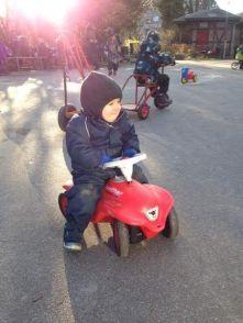 Felix på scooter